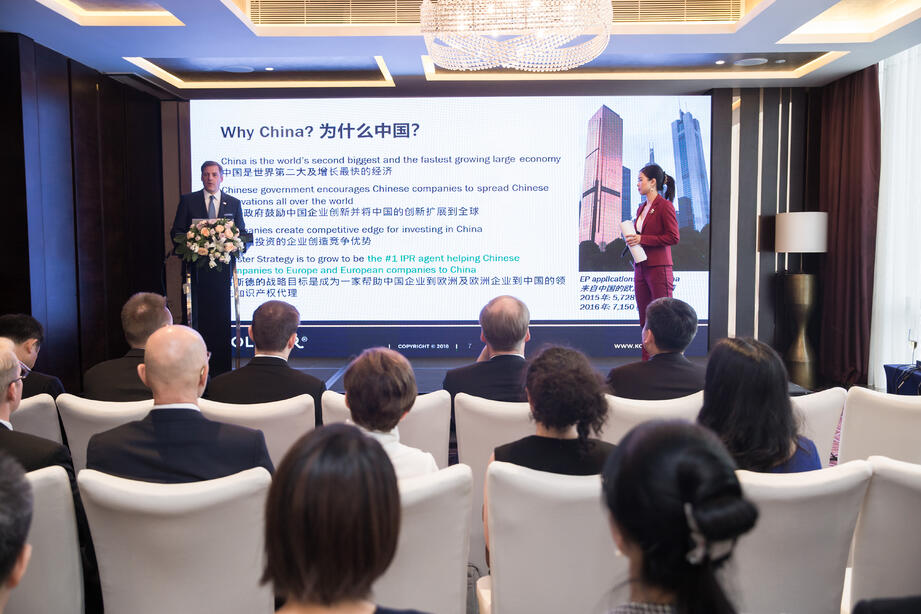 Kolster_Kolsterin toimitusjohtaja Timo Helosuo sekä IPR-asiantuntija ja kehityspäällikkö Zhangping Wu kertoivat Shenzenin toimiston avajaisissa Kolsterin pitkästä ja monipuolisesta Kiina-yhteistyöstä.china_opening2